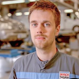 mekaanikko-kokkolan-autohuolto-Jesse