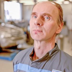mekaanikko-kokkolan-autohuolto-Lauri